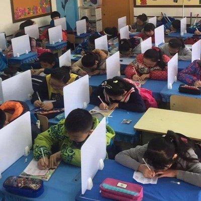 哆啦本鋪 學生課桌擋板隔斷考試專用擋板桌面辦公屏風擋板桌子隔板桌子配件 D655