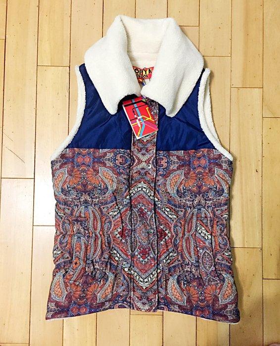 設計師品牌 ROBYN 立領保暖厚羊毛圖騰背心、L號。原價12800元優惠含運2800元
