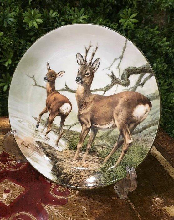 【卡卡頌  歐洲古董】WEDGWOOD 緯緻活  英國(老件未用) 藝術家 簽名 鹿 裝飾盤  p1747 ✬