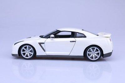 2009 日產 NissanGT-R 白色 NI12079 1:18 合金車 模型 預購 阿米格Amigo