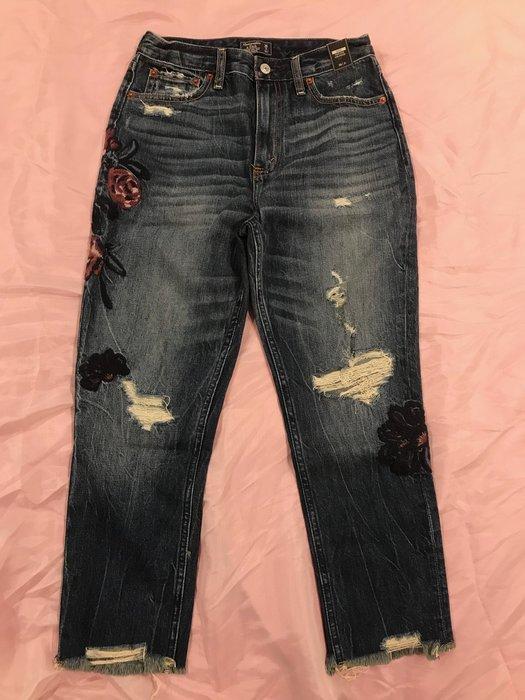 【天普小棧】A&F Abercrombie&Fitch Girlfriend Jeans高腰繡花深刷色刷破牛仔長褲26S