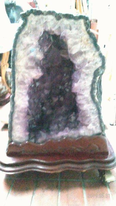 大顆紫水晶洞/高70公分寬54公分深40公分/重量75公斤/全館商品滿5件或滿6000元免運費