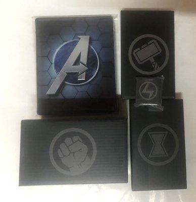 [特典商品]PS4《漫威復仇者聯盟》鐵盒+娃娃+鑰匙圈+皮帶扣+徽章