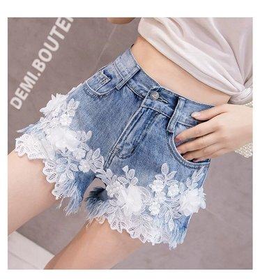 短褲 時髦牛仔棉布料柔軟短褲蕾絲花朵刺繡刷破時尚款 牛仔短褲