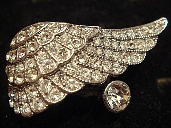 賣家珍藏,全新從未戴出門的翅膀狀水晶戒指,低價起標無底價!本商品免運費!