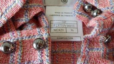 CHANEL 香奈兒 粉紅色 經典格紋雙C鐵灰珍珠釦開襟外套