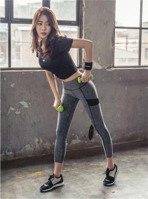 韓國 Barrel 女 運動套裝 上衣 + 九分褲 瑜伽健身 路跑訓練 顯瘦修身 高彈性 吸濕排汗 C35-XT1708