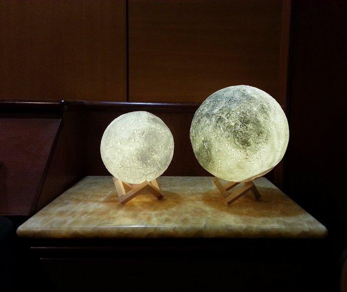 【現貨】【18cm】裝飾 月球燈 遙控 USB 充電 小夜燈 夜燈 月亮燈 月球 月亮 檯燈 床頭燈 情人節禮物 燈飾