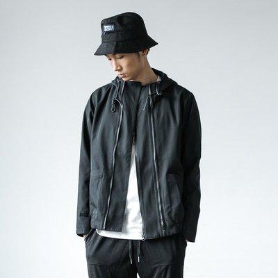 ∵ PRAY FOR FASHION ∴高端簡約改良款衝鋒戶外黑色雙斜拉鏈連帽外套機能風衣夾克