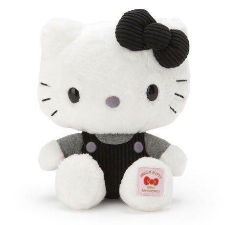 Hello Kitty 45th 絨毛玩偶娃娃《黑白吊帶褲》1980復刻.45周年紀念