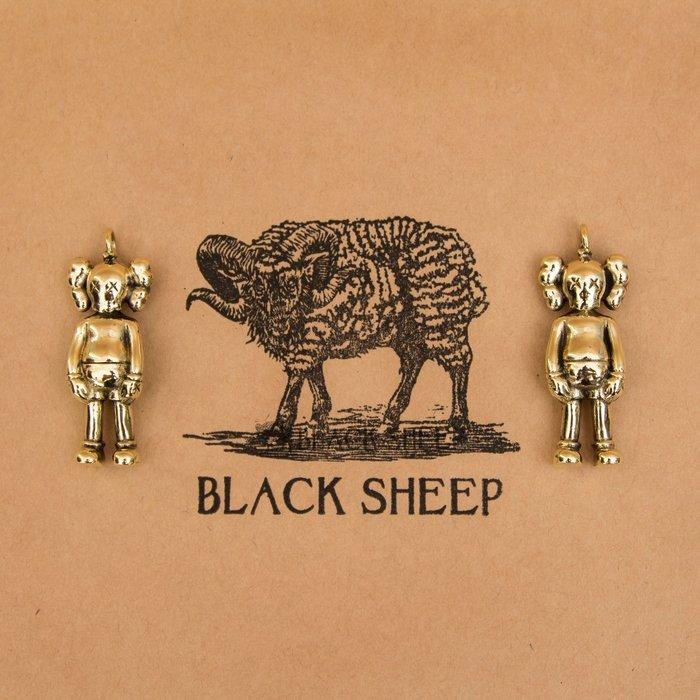 黑羊選物 KAWS 經典款黃銅復刻 潮流吊飾 鑰匙圈 潮流 隨身配件 復古 老味 經典公仔 送禮小物
