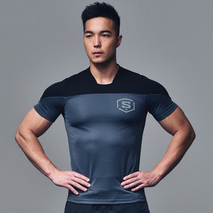 【OTOKO Men's Boutique】固制:美式足球風格排汗運動短袖/鐵灰色(台灣獨家代理)