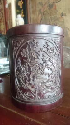 【紅蓮賞翫】檀木三面華麗雕刻筆筒(19cmx15.7cm)