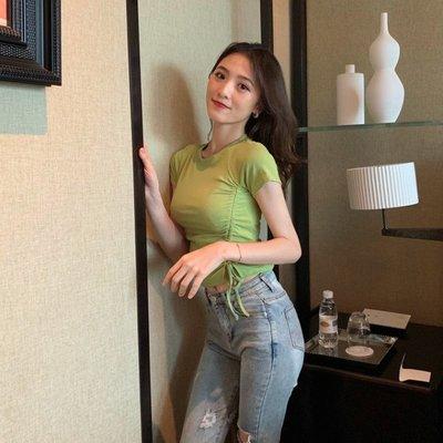 小香風 短袖T恤 時尚穿搭 港味T恤女 韓版  顯瘦 修身心機設計感抽繩短款短袖上衣