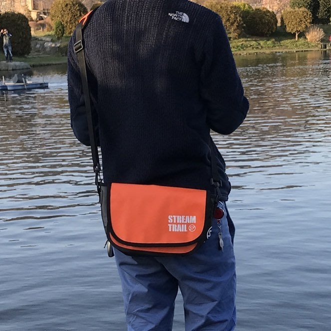 日本StreamTrail戶外防水包∼Clam單肩休閒包-火焰橙Fire(上課上班逛街購物騎車最方便)