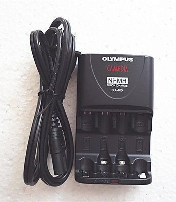 OLYMPUS Ni-MH鎳氫充電器(BC-400) 可充3、4號充電電池 充電完成由紅燈轉成綠燈-【便利網】
