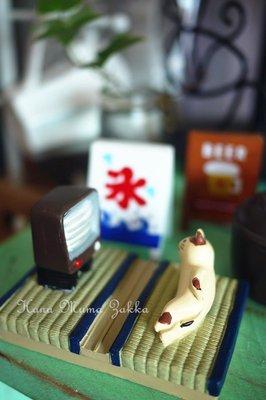 電視 塌塌米 白貓 白色 交換禮物 貓咪 手機架 手機座 手機 貓 日本 支架 可愛 雜貨 卡通 樹脂 手機 - 花木馬