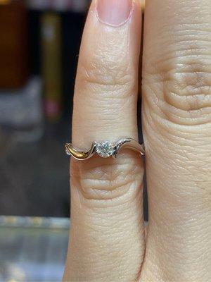 12分天然鑽石戒指,尾戒款式,超值優惠價6980元,經典款式設計,簡單適合平時佩戴,現貨只有一個