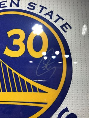 Stephen curry柯瑞親筆簽名球衣。