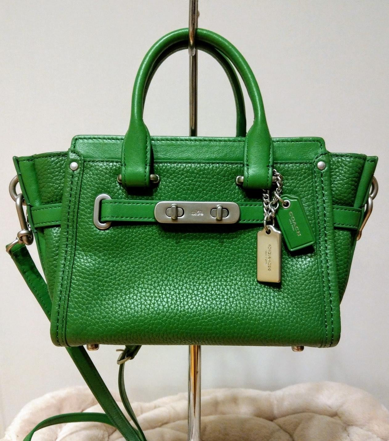 COACH (全新)S wagger 35798 翠綠荔枝紋手提包 斜背包 兩用包 mini 皮包