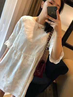 《巴黎拜金女》浪漫森女系重工刺繡娃娃款苧麻短袖連衣裙