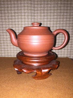 早期紫砂壺---高牆小品款式,泥料:老紫泥,獨孔出水,空壺容量約130CC