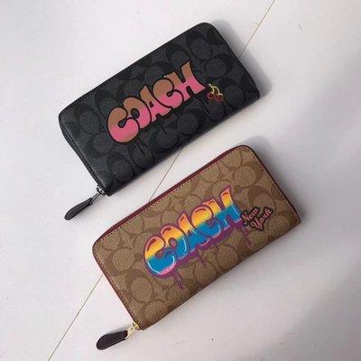 美國名品折扣店~ 特賣 COACH 36079 新款女士塗鴉LOGO圖案長夾 拉鏈皮夾 內置多卡位錢夾