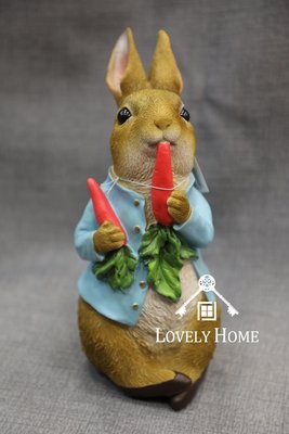 (台中 可愛小舖)歐式田園鄉村風立體彼得兔吃蘿蔔彼得兔提花藍正品授權比彼得兔波麗製入厝擺飾店面佈置