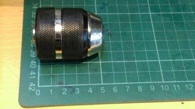 金屬殼(黑色)3分快速自動夾頭(三分三爪夾頭)(有鎖定功能) 適用換於一般3分電鑽與四分震動電鑽夾頭後面有C型環固...