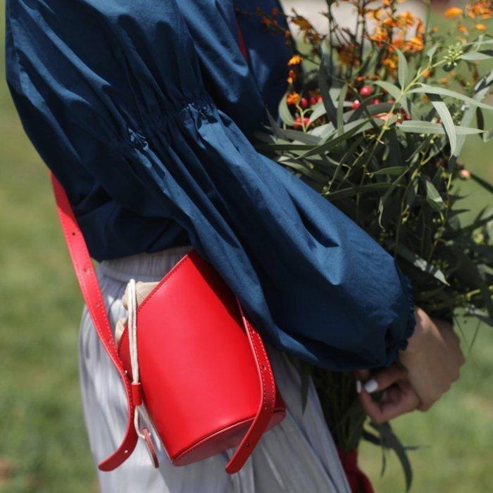 紅色水桶包牛皮斜挎包少女夏天ins韓版復古原創設計師小眾單肩包