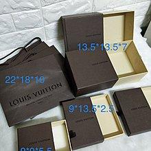 L V 。Louis Vuitton飾品盒(右下