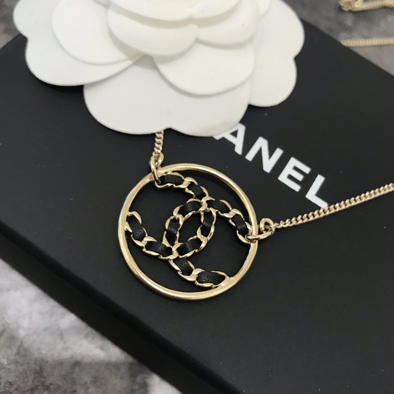 Chanel金色logo 黑色皮革項鍊