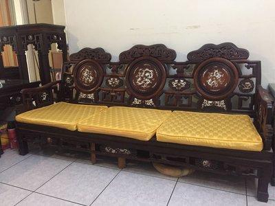 紅木傢俱組(四張單人坐椅、一張長椅、兩張小桌)