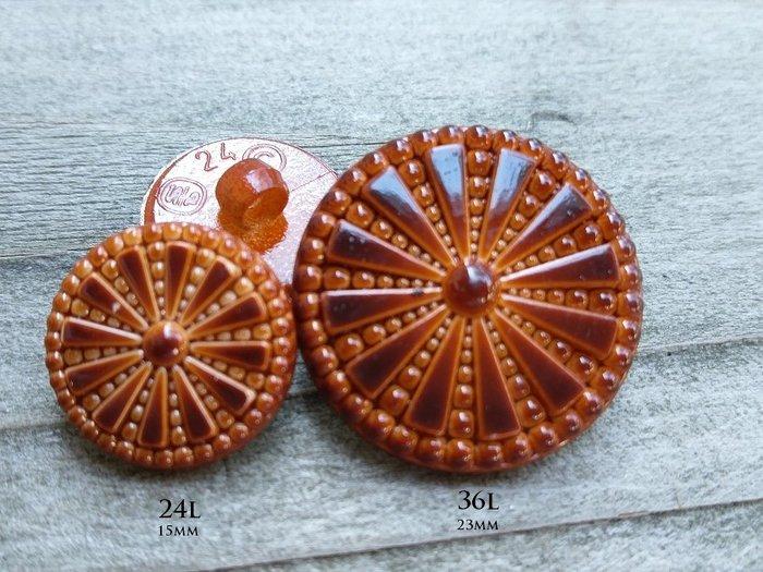 DAda緞帶‧I61126-15/23mm鏡面深咖啡雕刻太陽花復古鈕扣.高品質【意大利進口】