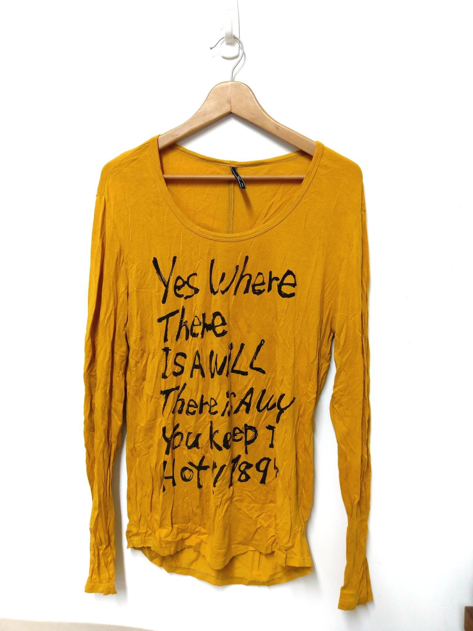 購於sogo 復興館 2% 加減乘除 homme 芥黃色舒服棉質T-shirt M 前英文書寫字樣 DD