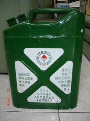 收藏一隻中國石油早年出產的鐵製加油桶--少見