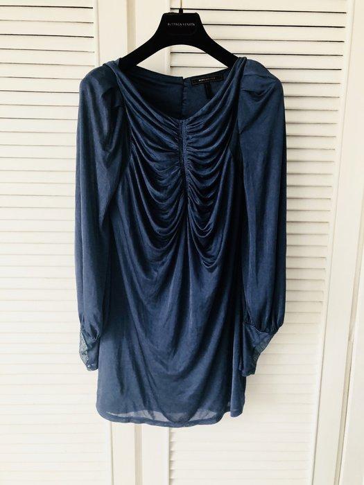 【BCBG】深藍滑緞感花苞袖長上衣
