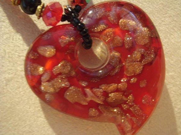 全新從未戴過的超質感心型琉璃項鍊,很美喔!低價起標無底價!本商品免運費!