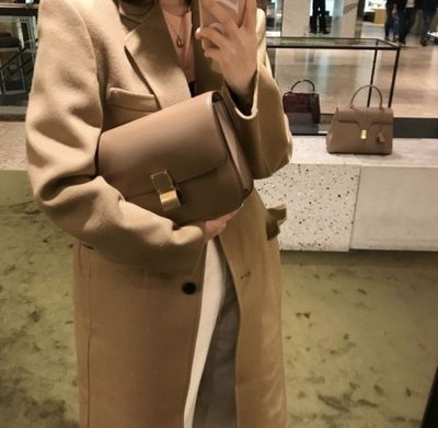 💫新品特惠專櫃74折♪全新真品Celine 中款頂級小牛皮CLASSIC BOX 手袋 焦糖駝棕色