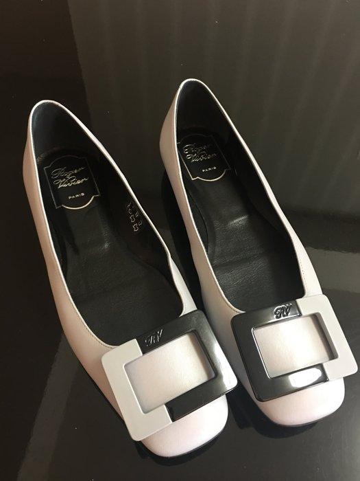 *Beauty*Roger Vivier淺灰色平底包鞋 37號  WE17 售20000