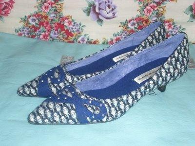 ☆甜甜妞妞小舖 ☆全新真品 Em.shoes 藍/ 白羊毛針蝴蝶結中跟尖頭包鞋----37號