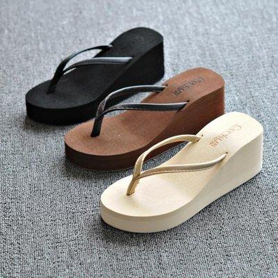 哆啦本鋪 厚底涼鞋 沙灘增高松糕鞋坡跟休閒人字帶碼防滑黑D655