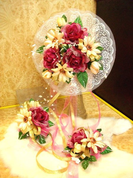 B. & W. world ***美美的花飾*新娘捧花、胸花整組花飾*~~~真心相愛相知相惜~~~我愛您