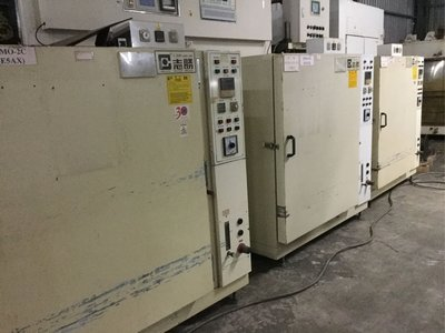 中古工業烤箱,內尺寸寛70公分,深60公分,高90公分,溫度200度