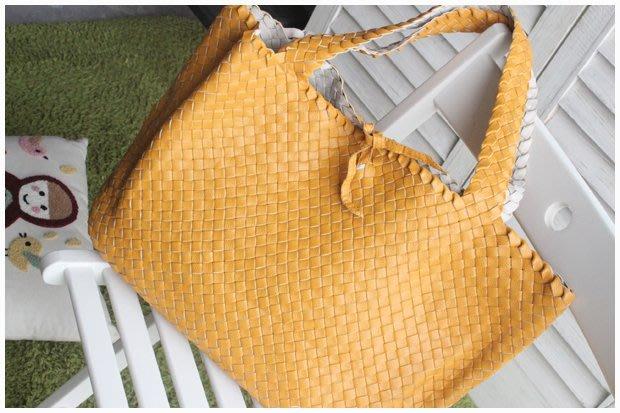 破盤價出清中--國外帶回黃色編織手提側背包 (兩面可反選擇使用)每人限購一個