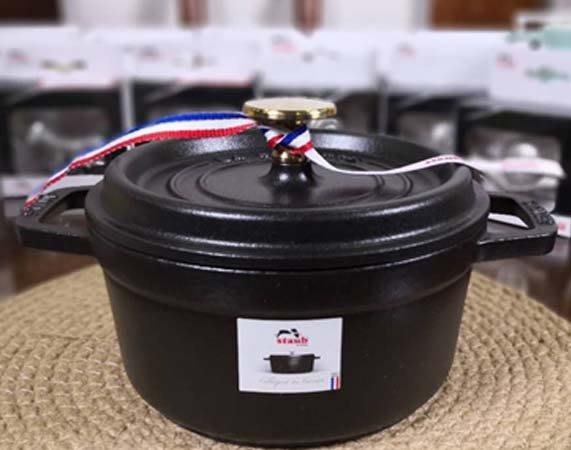 【葳爾登】法國 Staub La Cocotte 圓形鑄鐵鍋 琺瑯鍋 燉鍋 【24cm 大容量】史大伯 法國製 現貨