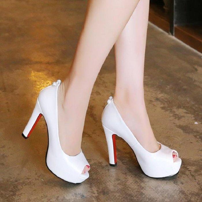 【星居客】精美女鞋大小碼女鞋  韓版黑色高跟小碼魚嘴鞋粗跟防水臺超高跟鞋白色工作大碼百搭女鞋S932