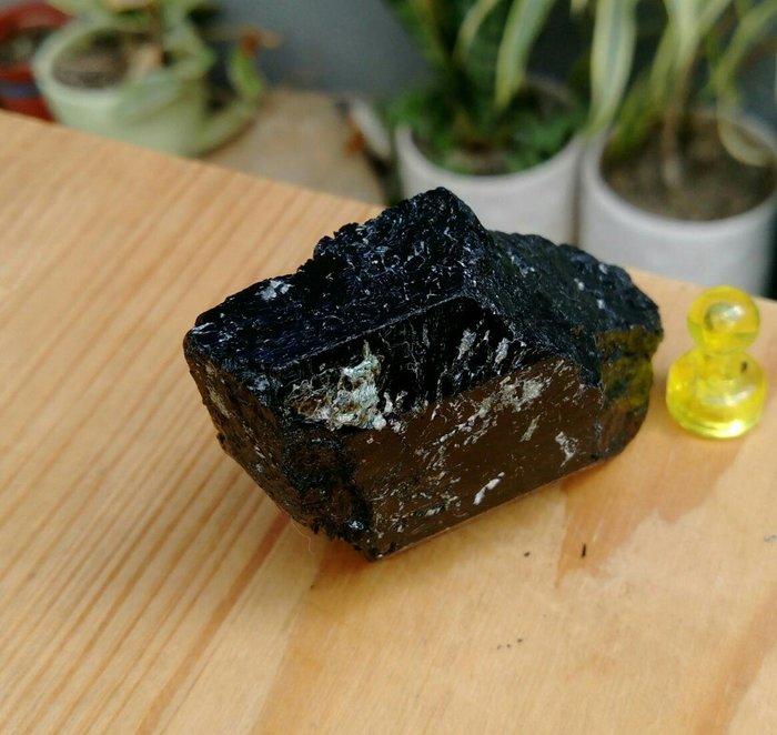老珍藏天然巴西電氣石黑碧璽原礦/電氣石能帶來無限的靈感及思緒,重約83公克,珍藏品便宜出清403元