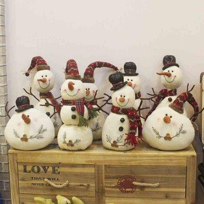 聖誕裝飾 聖誕節裝飾毛絨娃娃白色雪人公仔帶帽圍巾小胖子雪人商場櫥窗擺件AMSS