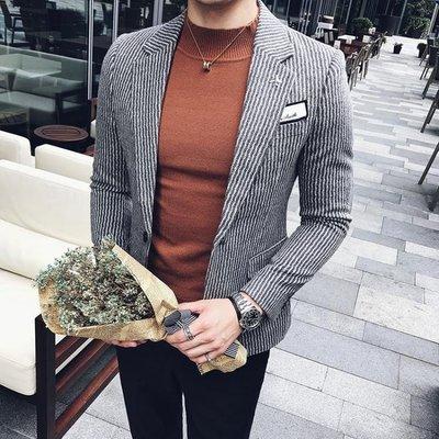 【蘑菇小隊】2019春秋男士韓版休閒西裝發型師細條紋毛呢外套男潮流一粒扣西服-MG12176